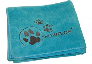 Show Tech Microfibre Towel - Mikrošķiedru dvielis ar izšuvumiem, tirkīza krāsā