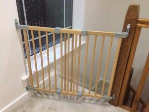 BABY DAN SAFETY GATE FLEXIFIT WOOD - drošības vārti